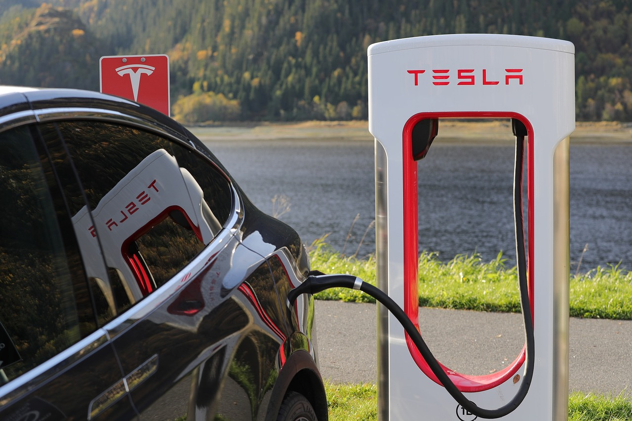 Why the Time to Invest in an Electric Car Might Be Here